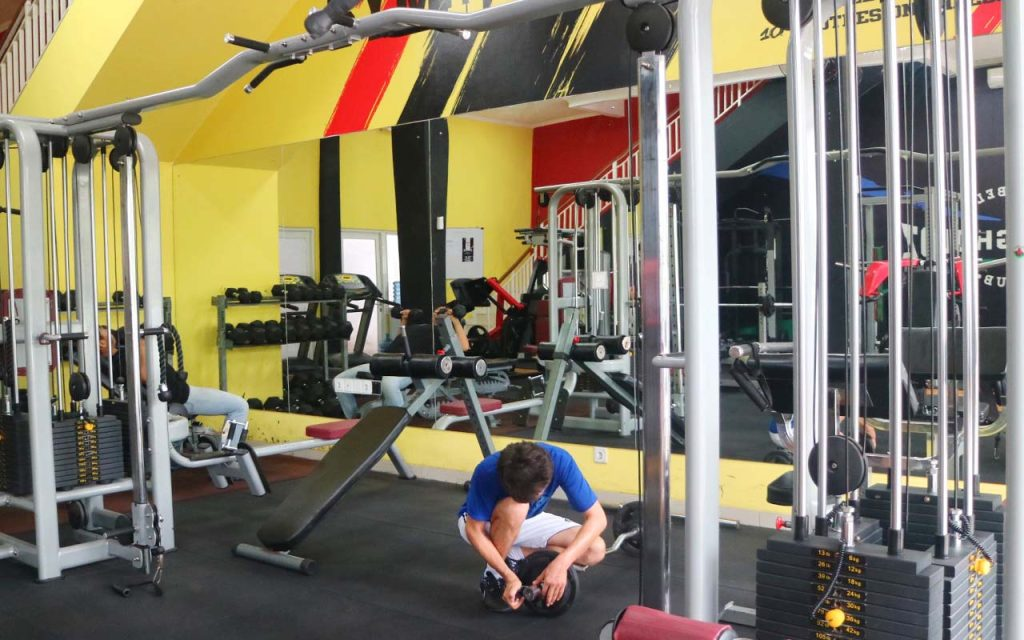 Alat fitness GymFitnessIndo di Strongholdz Barbell Club